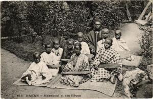 CPA Senegal-Dakar-Marabout et ses éléves (235511)
