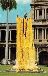 HONOLULU, Hawaii HI   KING KAMEHAMEHA STATUE~Birthday Leis  c1950's Postcard
