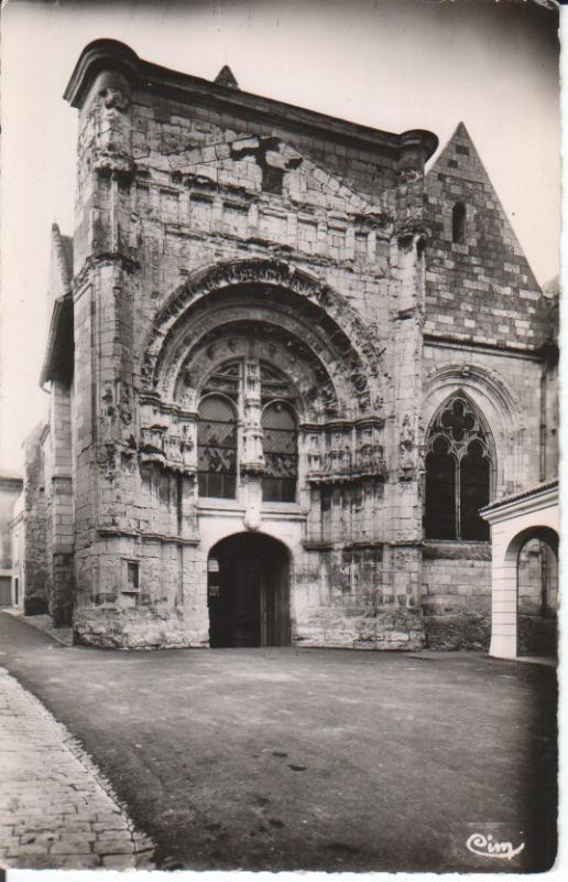 Postal-Postcard 17336: LOUNDUN Viena - Portail Renaissance de lEglise St Pierre