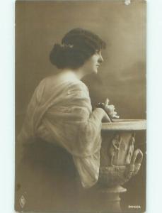 Old rppc WOMAN - WOMEN - FEMALE Great Postcard AB1688