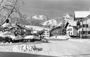 Luftkurort Fischen Allgaeu am Fusse des Nebelhorns Winter Strasse