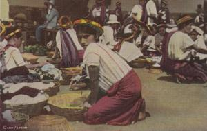 GUATEMALA, 20-40s : Market Scene , Santiago Atitlan