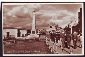 P1508 vintage unused RPPC albert road & war memorial people gourock england
