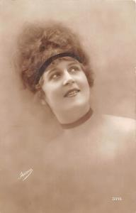 Cute Dreamy Woman, femme, dame vintage, Irisa 1918