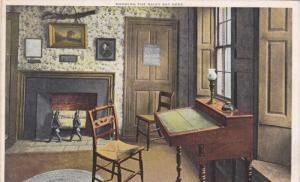 Detroit Pub. Co.: Rainy Day Desk in Den, Longfellow´s Old Home, Portland, Ma...