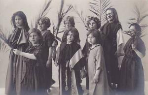RP, Girls Holding Palms, Passionsspiel Oberammergau (Bavaria), Germany, 1910s
