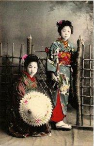 CPA AK geisha girls hand colored postcard JAPAN (609510)