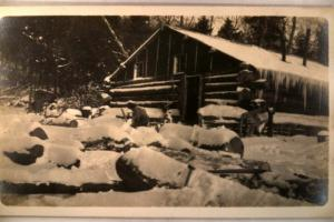 pre-1929 rppc - BIG ICICLES ON ROOF OF LOG CABIN - postcard y5231