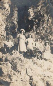 RP; CEDAR RAPIDS , Iowa, 1909 ; Rock Climbers