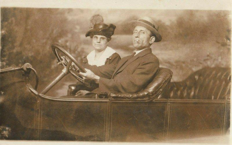 RP: Couple in Auto Photography Prop Portrait , 00-10s