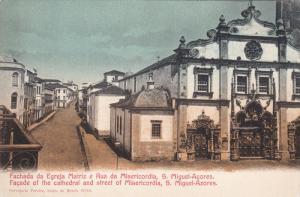 Fachada da Egreja Matriz e Rua da Misericordia , S. MIGUEL , Azores , Portuga...