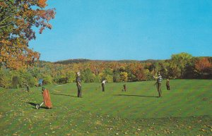VALLEE DE LA GATINEAU, Quebec, 50-60s ; Larrimac Golf Club, Golfing in the Fall