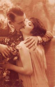 us414 lovers kissing flirt sepia real photo  amor amour  france