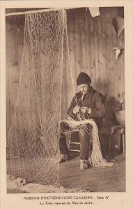 Missions ; Fisherman repiars nets , Nord Canadien , 00-10s ; Nunavut , Canada #3