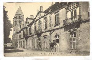 Paray le-Monial, Les Tours de la Basilique et l'Aneich Prieure, Bourgogne, Fr...