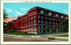 1940s Sioux City, Iowa Postcard St. Joseph's Mercy Hospital Street View Linen
