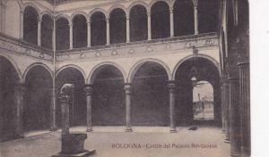 Cortile Del Palazzo Bevilacqua, Bologna (Emilia Romagna), Italy, 1900-1910s
