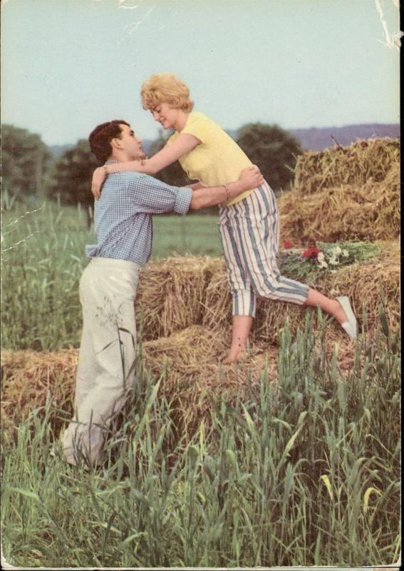 romantic couple plain scene hay bale