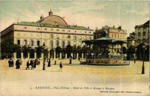 CPA AK BAYONNE Place d'Armes Hotel de Ville et Kiosque a Musique (868774)