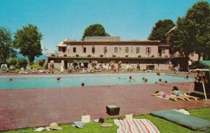 HARRISON HOT SPRINGS , B.C. , Canada , 1950-60s ; Hotel Pool