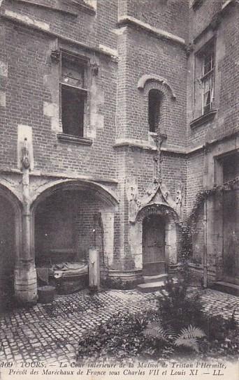 France Tours La Cour interieure de la Maison de Trsitan l'Hermite 1914