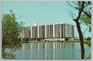Rehoboth Beach Delaware~Best Western Henlopen Hotel~Vintage Postcard