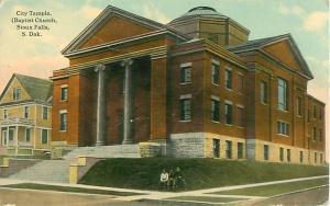Sioux Falls, SDCity Temple Baptist Church  3 Men on Grass  Postcard