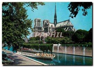 Modern Postcard Paris Notre Dame de Paris and Parisian Bateau Mouche