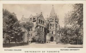 RP: TORONTO , Ontario , 10-30s ; Victoria College