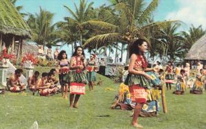 Dancers , Village of Vailoatai , American Samoa , 40-60s