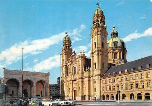 Muenchen The Feldherrnhalle and Church of the Theatines Cars Voitures Auto