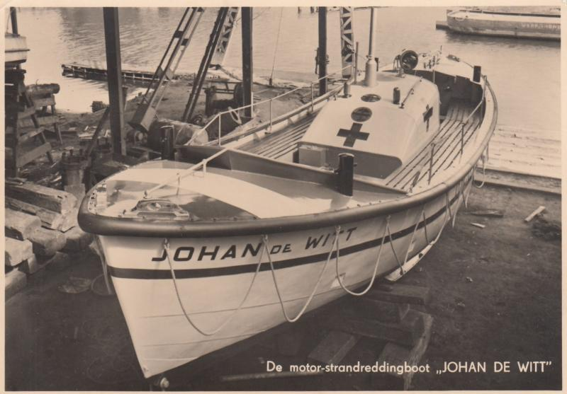 RP: AMSTERDAM , Netherlands , 30-50s ' RED CROSS Boat