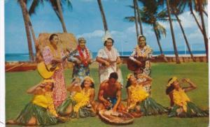 Hawaiian Pounding Poi At The Waikiki Hula Show