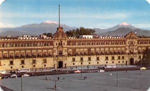 El Palacio Nacional Y El Zocalo Mexico Tarjeta Postal Writing on back