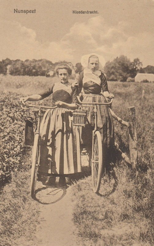 NUNSPEEF , Netherlands , 00-10s ;  Kleederdracht , 2 girl with bicycles
