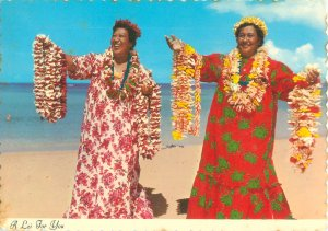 Hawaiian Women Holding Leis 1977 Continental Postcard