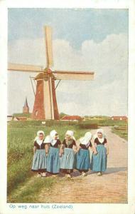 Netherland dutch girls folk costumes ( Op weg naar huis Zeeland Mill ) postcard