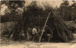CPA Promenade en Foret - La Refectoire des Bois - Folklore - Types (482221)