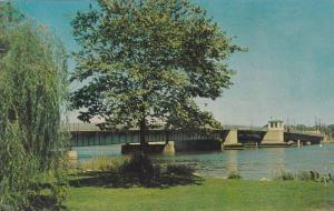 Scenic View,  Wisconsin Avenue Bridge,  Oshkosh,  Wisconsin,  40-60s