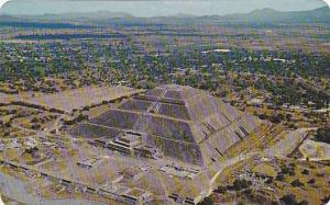 Air view of the Pyramid of the sun, Teotihuacan Archaeological Zone, Mexico, ...