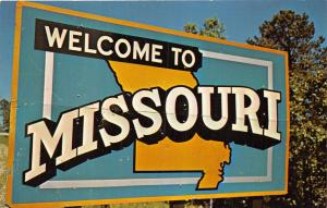 SIGN SEEN BY TOURISTS~WELCOME TO MISSOURI~PHOTO OF BILLBOARD POSTCARD c1950-60s