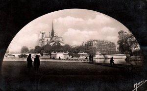 Sous Les Ponts de Paris,France BIN