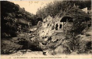 CPA La Bourboule La Source Croizat et la Fontaine pétrifiante (720803)