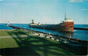 Steamship Canal Park, Freighter, Duluth, Minnesota, Duluth-Superior Harbor