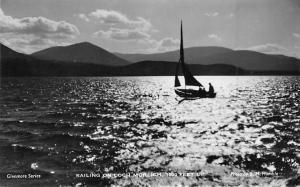 Sailing on Loch Morlich Bateau Lake Lac