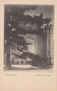 POUGHKEEPSIE, New York , 10-30s; Vassar College, The Library