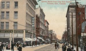 TORONTO , Ontario , 1911 ; Queen Street from City Hall Sqaure