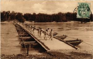 CPA AVIGNON - Un Pont de Bateaux sur le Rhone (511607)