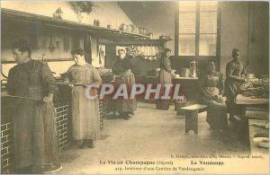 COPY Life in champagne harvest 419 inside of a canteen pickers
