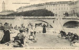 CPA Nice - Les Blanchisseuses de Paillon et le Pont Vieux (110763)